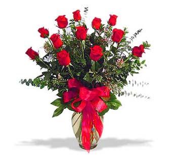 çiçek siparisi 11 adet kirmizi gül cam vazo  Karşıyaka çiçek siparişi vermek