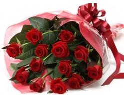 Karşıyaka 14 şubat sevgililer günü çiçek  10 adet kipkirmizi güllerden buket tanzimi