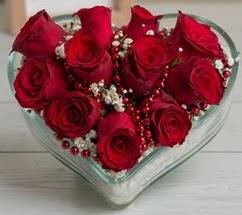 Kalp içerisinde 7 adet kırmızı gül  Karşıyaka çiçek gönderme
