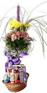 Karşıyaka anneler günü çiçek yolla  Mevsim çiçekleri ve çikolata