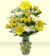 Karşıyaka çiçek servisi , çiçekçi adresleri  cam yada mika vazoda sarigül ve gerberalar