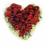 kalp biçiminde 15 gülden   Karşıyaka kaliteli taze ve ucuz çiçekler