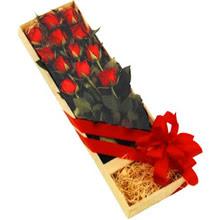 kutuda 12 adet kirmizi gül   Karşıyaka çiçek gönderme sitemiz güvenlidir