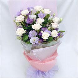 Karşıyaka çiçek siparişi sitesi  BEYAZ GÜLLER VE KIR ÇIÇEKLERIS BUKETI
