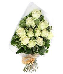 Karşıyaka yurtiçi ve yurtdışı çiçek siparişi  12 li beyaz gül buketi.