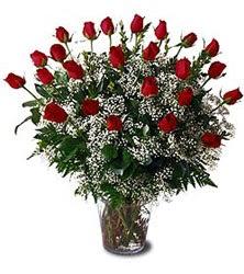Karşıyaka çiçekçi mağazası  Cam yada mika vazo içerisinde 15 adet kirmizi güller,cipsofi
