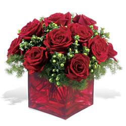 Karşıyaka çiçek gönderme sitemiz güvenlidir  9 adet kirmizi gül cam yada mika vazoda