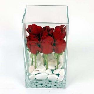 Karşıyaka internetten çiçek satışı  7 adet kirmizi gül cam yada mika vazo içinde