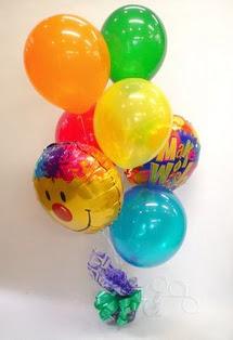 Karşıyaka çiçek yolla , çiçek gönder , çiçekçi   17 adet uçan balon ve küçük kutuda çikolata