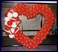Kirmizi kalp biçiminde balon tanzimi  Karşıyaka çiçek yolla