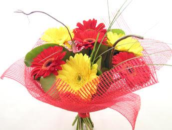 9 adet gerbera çiçeklerinden buket  Karşıyaka çiçekçi telefonları