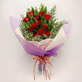 çiçekçi dükkanindan 11 adet gül buket  Karşıyaka hediye çiçek yolla