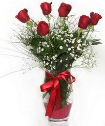 7 adet gülden cam içerisinde güller  Karşıyaka uluslararası çiçek gönderme