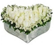 Karşıyaka çiçek mağazası , çiçekçi adresleri  9 adet beyaz gül mika kalp içerisindedir