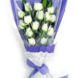 Karşıyaka hediye çiçek yolla  11 adet beyaz gül buket modeli