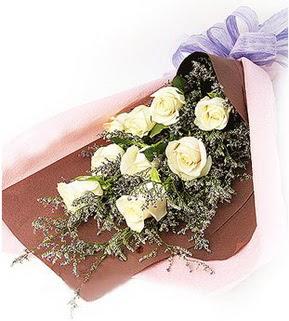 Karşıyaka online çiçek gönderme sipariş  9 adet beyaz gülden görsel buket çiçeği