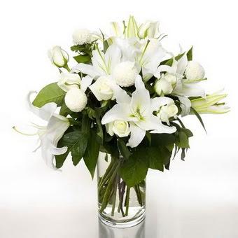 Karşıyaka İnternetten çiçek siparişi  1 dal cazablanca 7 adet beyaz gül vazosu