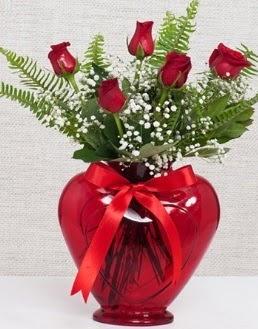 Kalp içerisinde 5 adet kırmızı gül  Karşıyaka çiçek gönderme