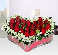 Kalp içerisinde 10 adet kırmızı gül  Karşıyaka 14 şubat sevgililer günü çiçek