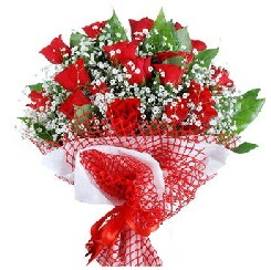 11 kırmızı gülden buket  Karşıyaka uluslararası çiçek gönderme