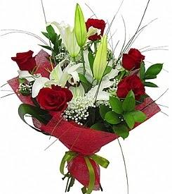 1 dal kazablanka 5 kırmızı gül buketi  Karşıyaka çiçek mağazası , çiçekçi adresleri