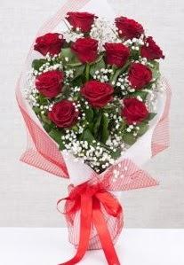 11 kırmızı gülden buket çiçeği  Karşıyaka uluslararası çiçek gönderme