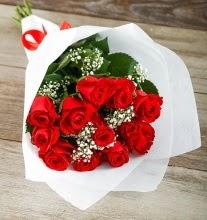 9 kırmızı gülden buket çiçeği  Karşıyaka çiçek yolla