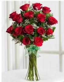 Cam vazo içerisinde 11 kırmızı gül vazosu  Karşıyaka 14 şubat sevgililer günü çiçek