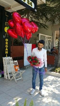 10 adet kalp folyo balon 12 adet kırmızı gül buket