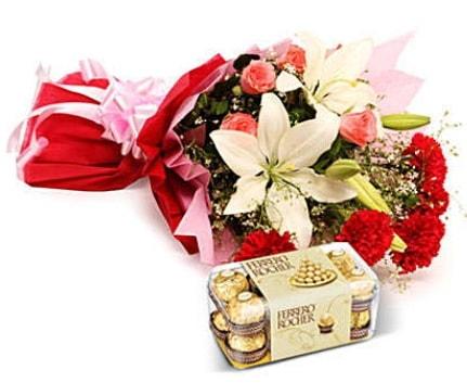 Karışık buket ve kutu çikolata  Karşıyaka çiçek satışı