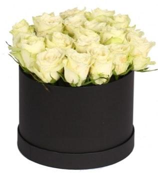 19 adet beyaz gülden görsel kutu çiçeği  Karşıyaka çiçekçi mağazası