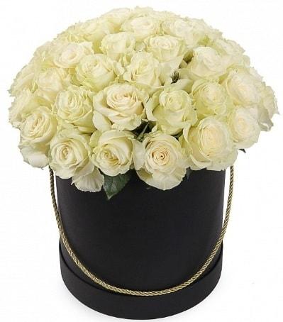 33 Adet beyaz gül özel kutu içerisinde  Karşıyaka çiçek siparişi sitesi