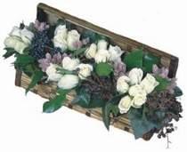 Karşıyaka çiçekçiler  13 adet beyaz sandikta gül